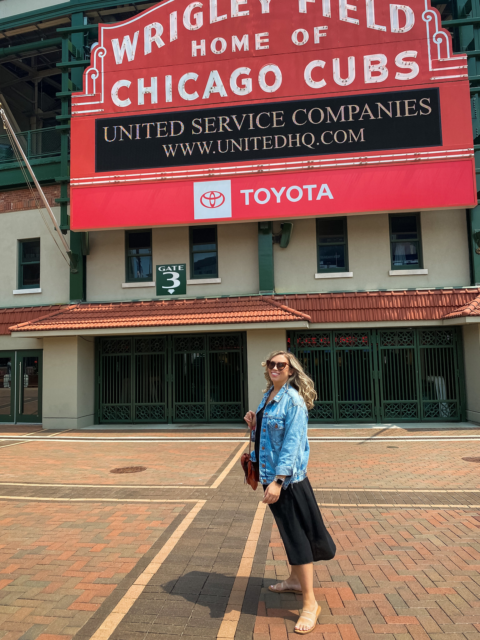 First Time In Chicago: The Perfect 3 Day Itinerary | Chicago Travel Guide | 72 Hours in Chicago | 3 Days in Chicago Itinerary | What to do in Chicago | Where to Stay in Chicago | Ultimate Chicago Bucket List | Top Things to Do in Chicago | First Timer's Guide to Chicago | Wrigley Field