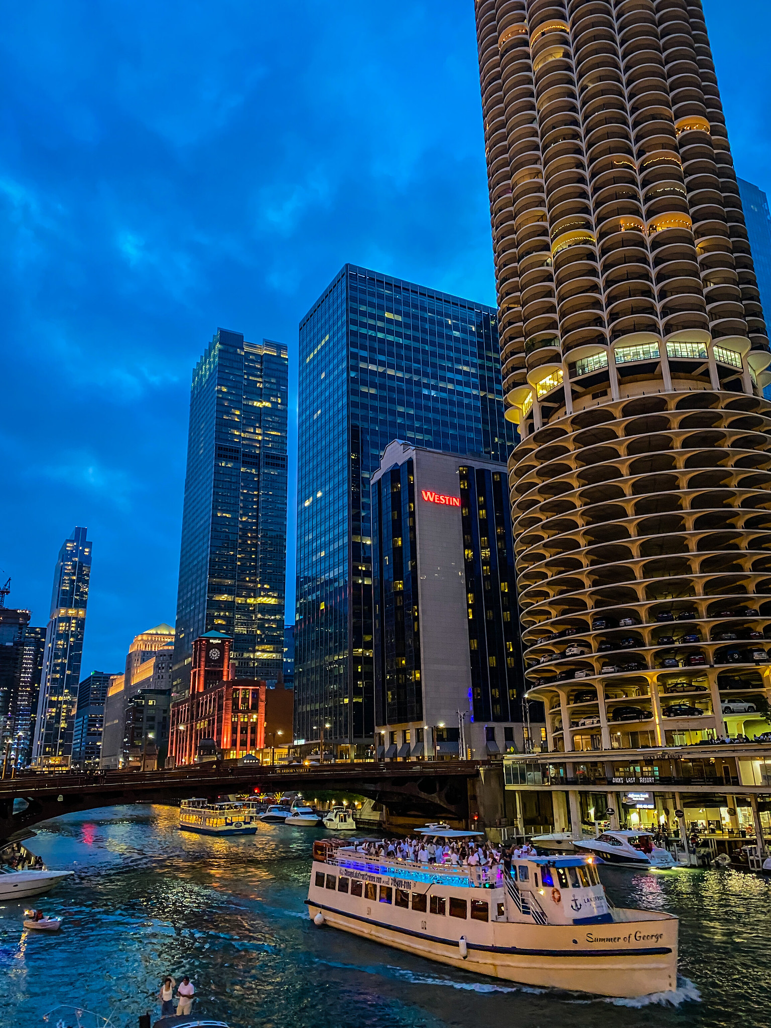 First Time In Chicago: The Perfect 3 Day Itinerary | Chicago Travel Guide | 72 Hours in Chicago | 3 Days in Chicago Itinerary | What to do in Chicago | Where to Stay in Chicago | Ultimate Chicago Bucket List | Top Things to Do in Chicago | First Timer's Guide to Chicago | Chicago River at Night