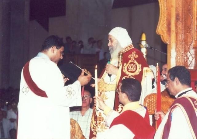 الشماس مجدي فانوس مع البابا شنودة (2)