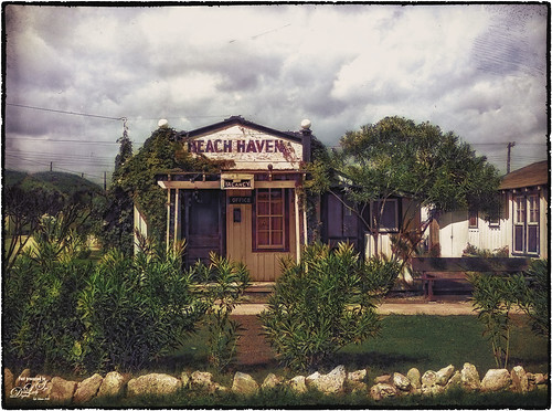 Colorized image of an old motel from 1939.