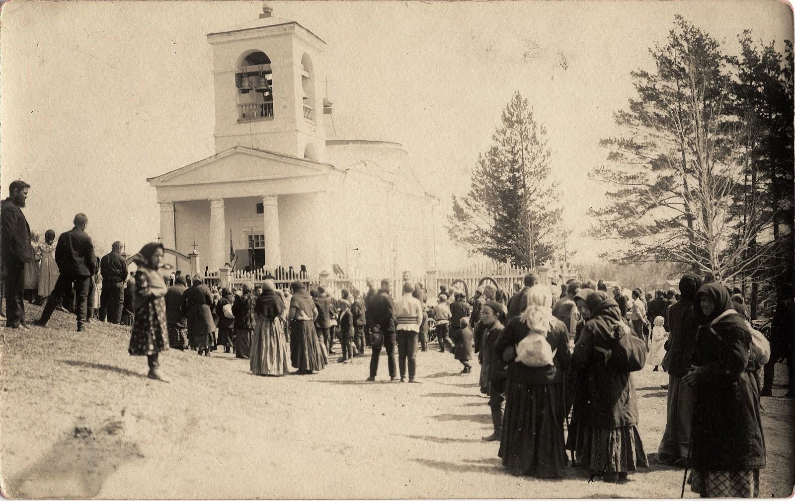 1914. Ожидание крестного хода в пасхальную неделю (Светлую Седмицу)