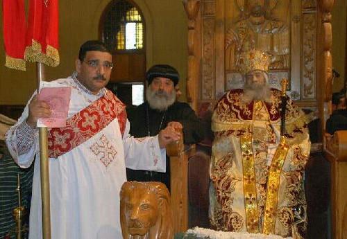الشماس مجدي فانوس مع البابا شنودة (1)