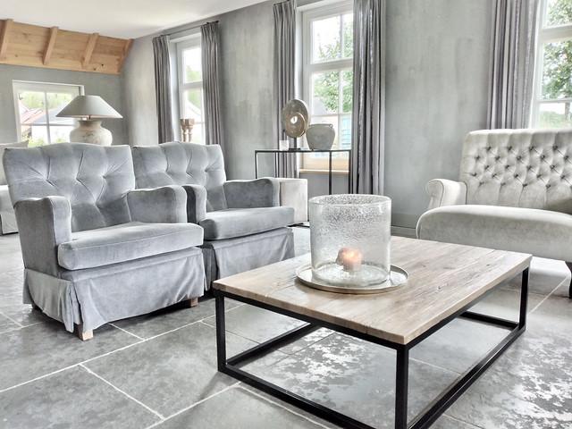 Grijze Hoffz fauteuils loveseat landelijk ornament op voet kruiklamp