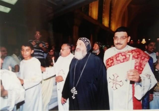 الشماس مجدي فانوس مع الأنبا كيرلس أسقف ورئيس دير مارمينا بصحراء مريوط