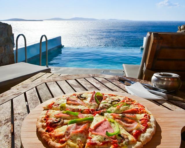 Pizza en piscina infinity