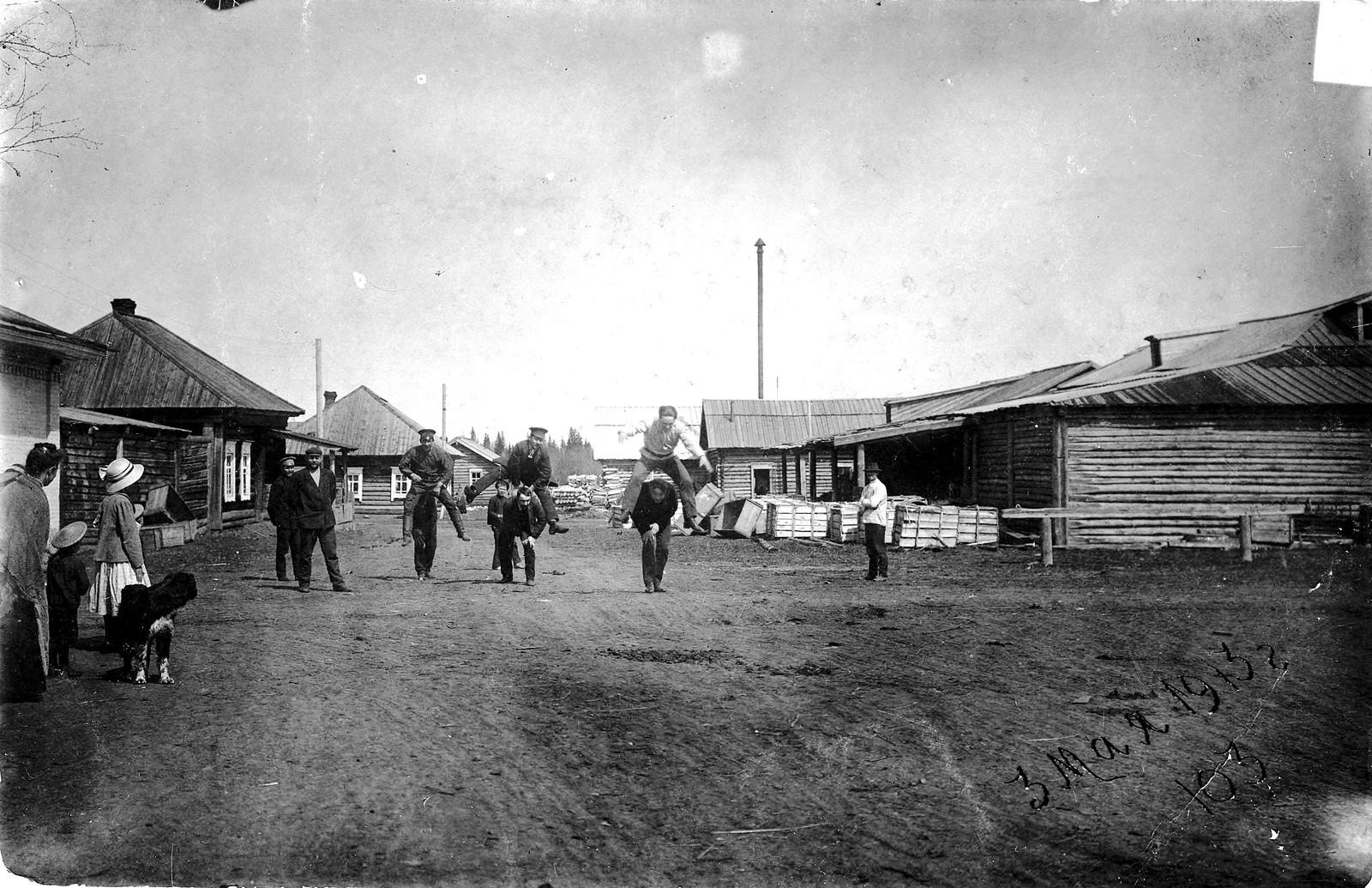 1913. Игра в чехарду