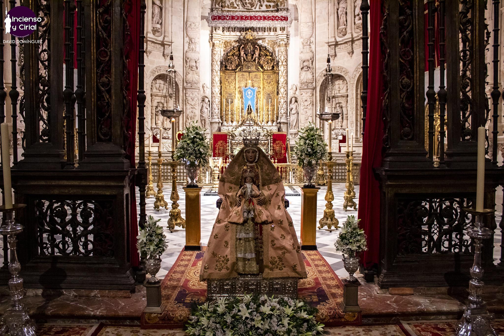 """El primer """"besamanos"""" de la Virgen de los Reyes, en imágenes"""