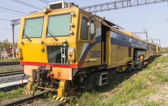 Dynamic 09-3Х, advanced Plasser&Theurer railway tamping machine built in Russia by the RPM group - Динамик-подбивочный экспресс 09-3Х