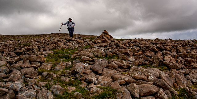 A good cairn to show the descent path amidst the jumble