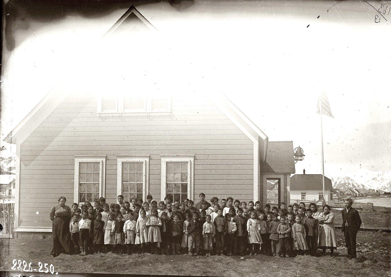 1909. 29 апреля. Американская народная школа в Уналашке. Уналашка остров, селение Уналашка.