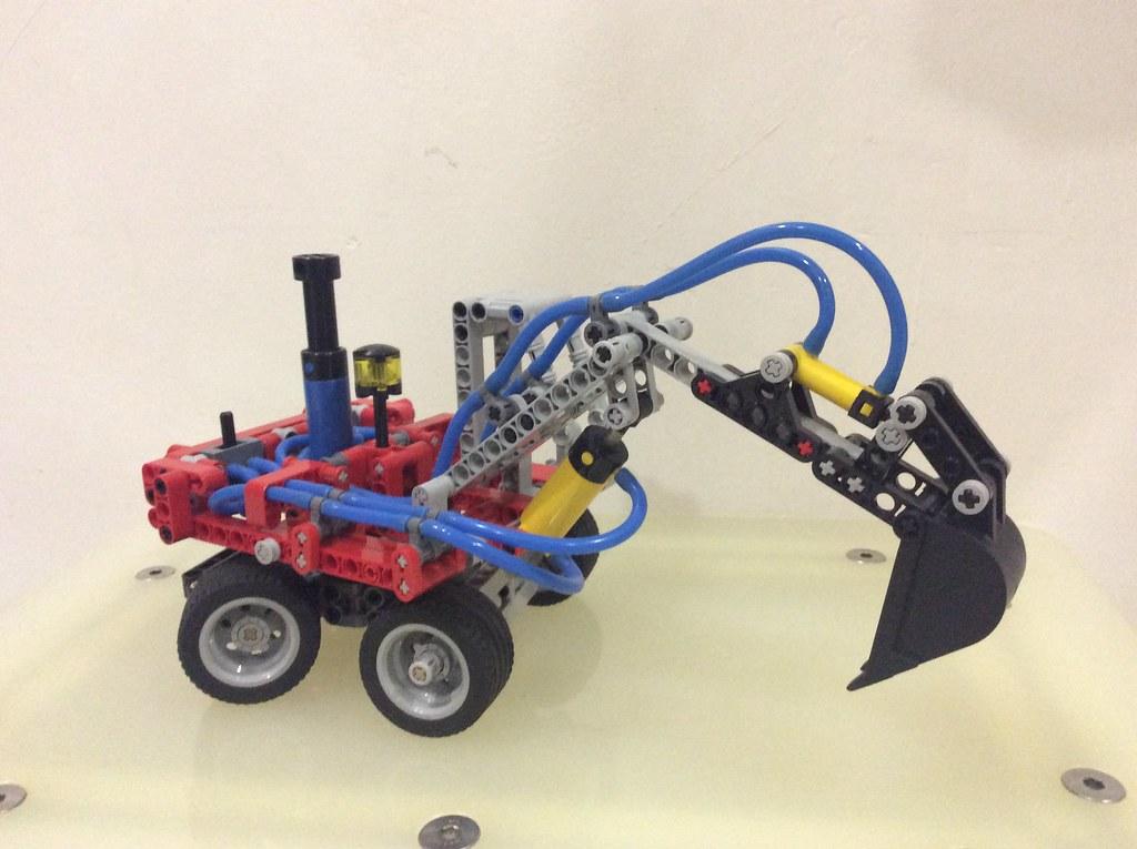 8837 Pneumatic Excavator (Studless Version)
