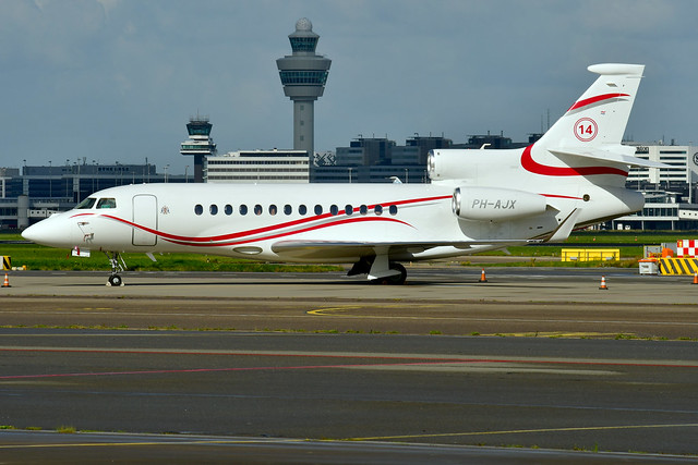 PH-AJX Falcon 7X 102 Flying Service : Verwelius Holding (14 Johan Cruijff) 210729 Schiphol 1002