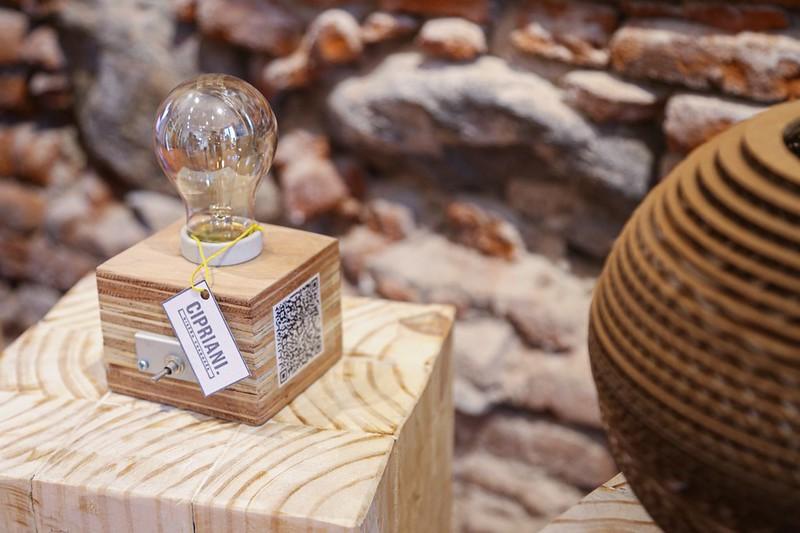 Diseñadores cordobeses exponen en la Tienda Creativa del Cabildo