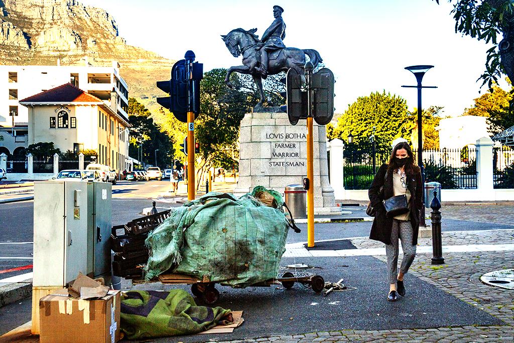 Statue of Lovis Botha on 8-10-21--Cape Town