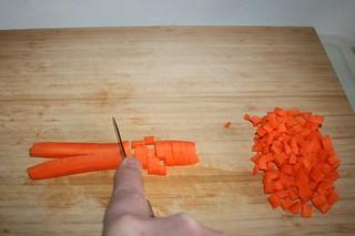 01 - Peel & dice carrots / Möhren schälen & würfeln
