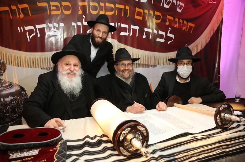 Sium Sefer torá en Beit Jabad Levi Yitzjak