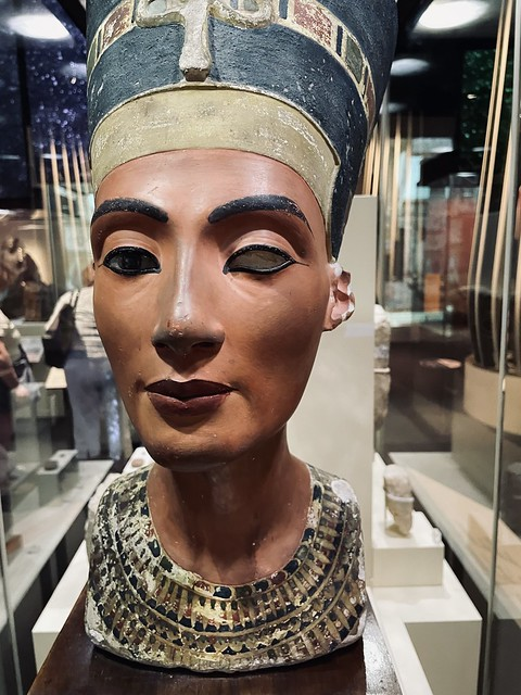 Nefertiti, at Queens of Egypt