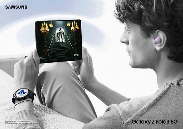 03_23_Lifestyle_Ecosystem_Galaxy Fold3_Watch4 Classic_Buds2_2P_Rgb_210722(1)_L