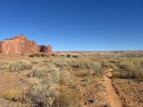 Social trail and views on the cross-country route to Ring Arch, Arches National Park, Utah