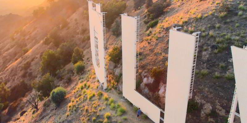 Escena en el cartel de Hollywood