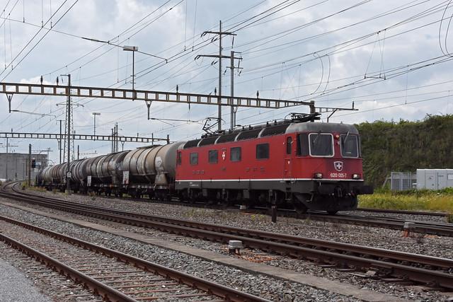 Re 620 025-7 durchfährt am 01.07.2021 den Bahnhof Pratteln.