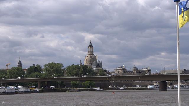 Dresden -Augustusbrücke mit Frauenkiche im Hintergrund