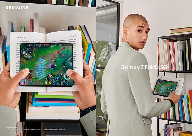 03_15_Galaxy Z Fold3 Lifestyle Kv(5G)_Gaming_2P(Rgb)_210716_L