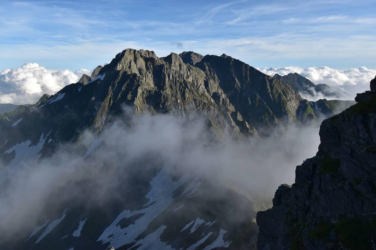 北アルプス・南岳から眺める穂高岳