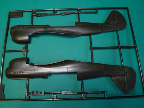 Ouvre boîte Curtiss P-40N Warhawk [Eduard 1/48] 51378822685_9abe0745f1