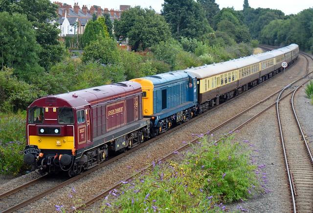 20227 & 20189 Vintage Trains,