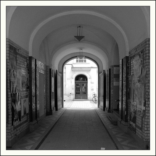 Durchgang zum Eingang...