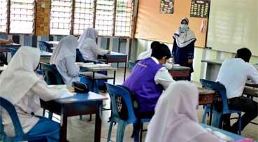 Vaccinate students before schools reopen