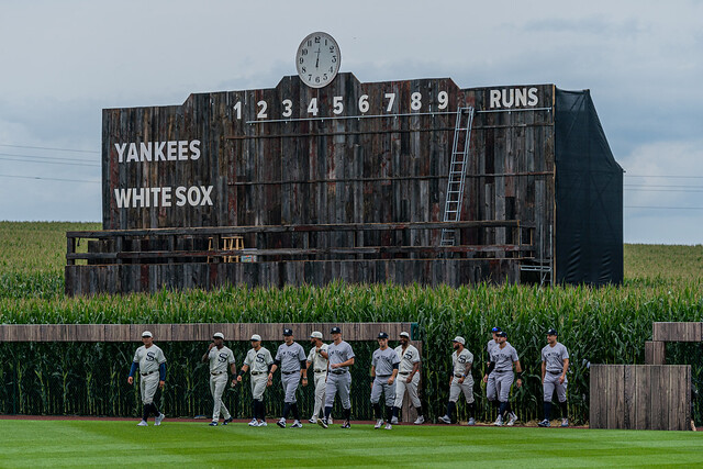 Players Cornfield Arrival | MLB at Field of Dreams 2021