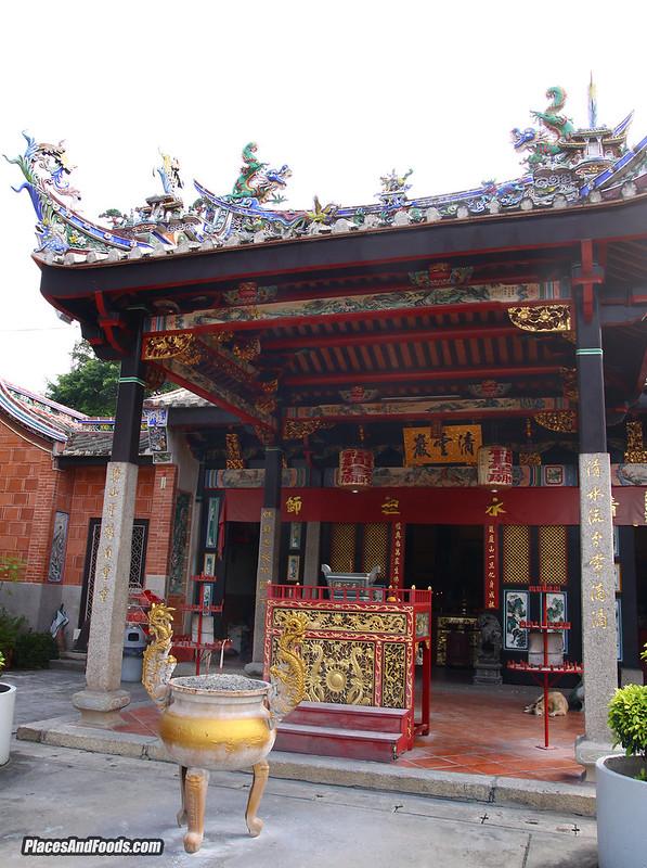 penang snake temple entrance