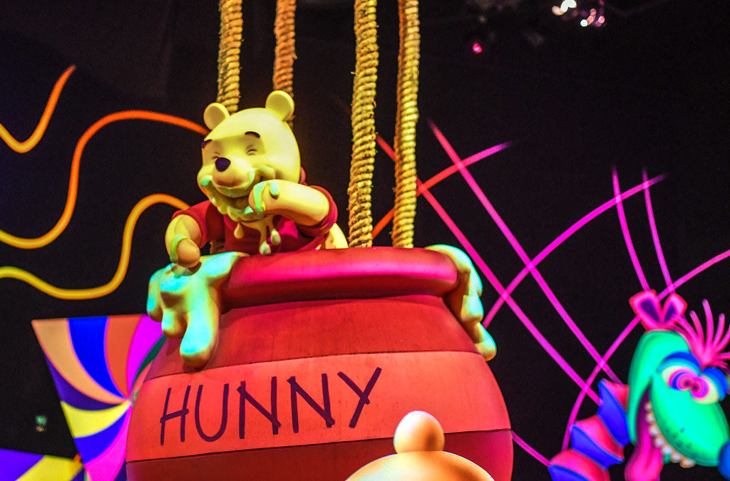 Pooh in the Hunny pot Many Adventures of Winnie the Pooh DL
