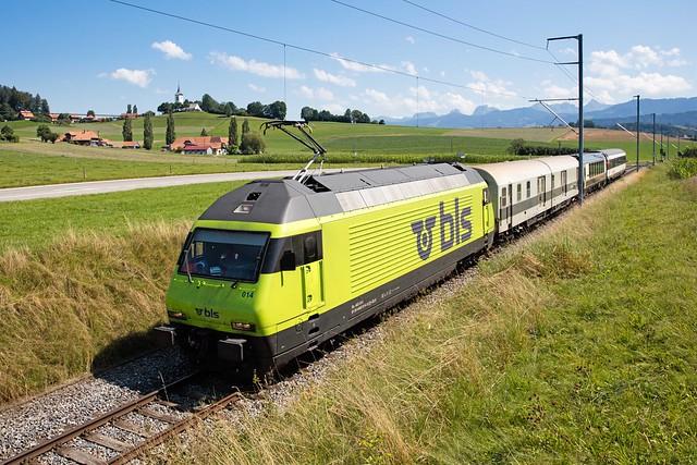 1M1A3750 Re 465 014 mit dem DMZ90 007, BSi 293 und dem EW IV B 126 auf Testfahrt kurz nach Schwarzenburg