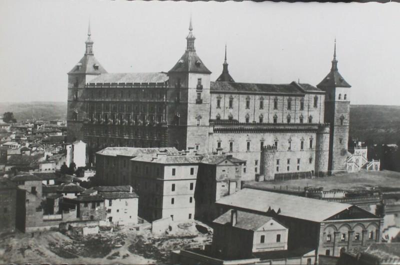 Alcázar y edificio del Convento de Capuchinos. Foto Garrabella