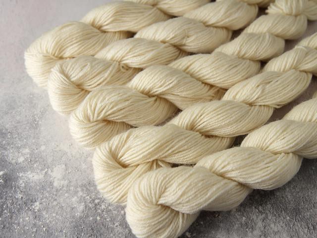 British British Bluefaced Leicester 4 ply minis – 100% superwash wool yarn sock / fingering 20g miniskeins – undyed/natural