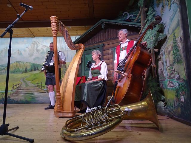 espectatulo musica tradicional y bailes del Tirol Innsbruck Austria 13