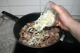 14 - Add onion / Zwiebel hinzufügen
