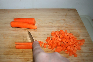 04 - Dice carrots / Möhren würfeln