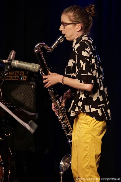 Lisa Hofmaninger: sax, bassklarinette