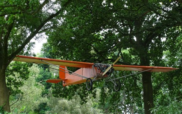 DSC03187KunstInDeHeiligeDriehoekJoostConijnVliegtuig2000