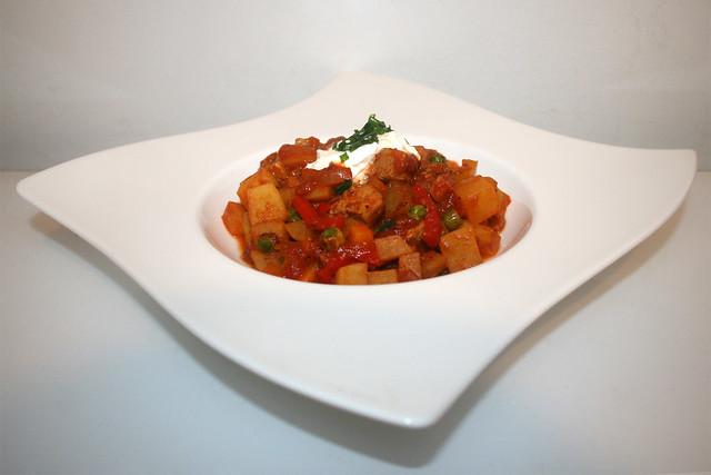 42 - Pork goulash with bell pepper & potatoes - Side view / Schweinegulasch mit Paprika & Kartoffeln - Seitenansicht