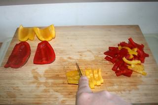 02 - Cut bell peppers in stripes / Paprika in Streifen schneiden