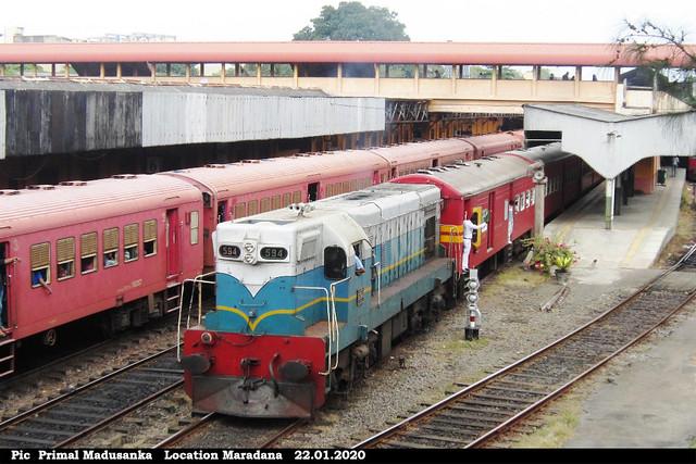 M2b 594 departuring from Maradana with Udaya Devi (No 6012 Batticallo-Colombo Fort) in 22.01.2020