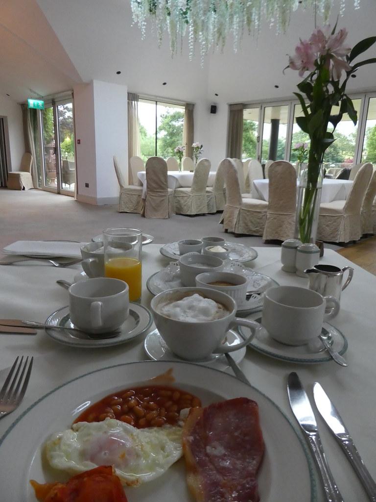 Breakfast at the Gibbon Bridge Hotel, Chipping