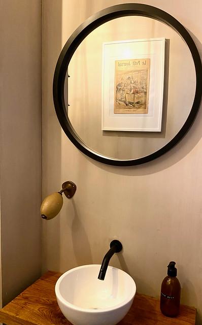 Ronde spiegel toilet landelijk stoer