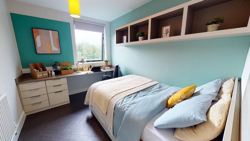 Twerton Mill platinum en-suite bedroom