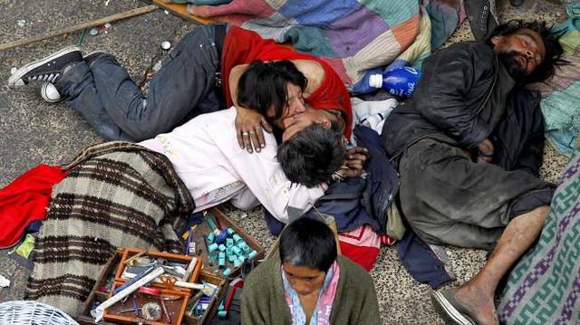 """Se revive """"El beso de los invisibles"""", símbolo de amor en el centro de Bogotá"""